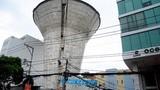 Video: Cảnh dỡ thủy đài khổng lồ cao hàng chục mét ở Sài Gòn