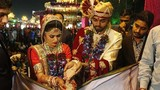 Tỉ phú kim cương Ấn Độ làm đám cưới cho 250 cô dâu