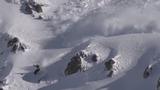 Video: Nghẹt thở cảnh tháo chạy khỏi tuyết lở ầm ầm sau lưng