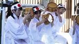 Lễ hội tắm nước lạnh giữa giá rét tê tái ở Nhật Bản