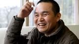 Video: Phản ứng của Xuân Hinh khi bị hôn trộm