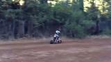 Video: Bé trai 4 tuổi trình diễn mô tô như siêu sao