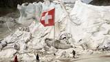 """Dân """"đắp chăn"""" cho sông băng để ngăn tình trạng này"""