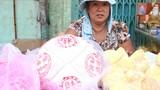 Dạo phố người Hoa mua đồ cúng Tết Thanh Minh