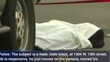 """Video: """"Thi thể"""" bị """"bắn chết"""" bất ngờ động đậy, thở dốc dưới tấm vải"""