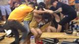 Video: Nhiều cô gái mặc bikini lao vào hỗn chiến dữ dội trên phố
