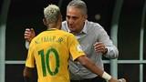 HLV Brazil vượt mặt Neymar ở quảng cáo World Cup 2018