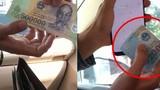 """Video: Tài xế taxi """"phù phép"""" biến 500.000 thành 20.000 đồng rồi vu vạ ăn cướp"""