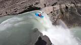 Video: Thót tim cảnh chèo thuyền kayak lao xuống từ thác nước cao 30m