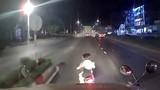 Video: Hai cô gái tạt đầu xe container và pha hãm phanh kịp thời của bác tài