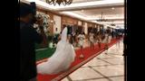 """Hài hước cô dâu tung hoa cưới ban bè """"chạy mất dép"""""""