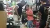 """Video: Người TQ ăn cú tát """"trời giáng"""" vì xúc phạm người bản địa Kenya"""