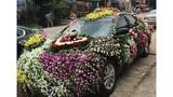 """Chú rể trang trí xe hoa theo phong cách """"lấp đầy chỗ trống"""""""