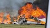 Video: Máy bay nổ tung thành quả cầu lửa sau khi đâm vào tòa nhà
