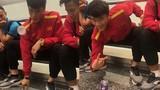 Video: Bùi Tiến Dũng thể hiện tài lẻ cực đỉnh khiến đồng đội trầm trồ