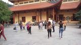 """Trụ trì Ba Vàng vẫn """"đăng đàn"""" facebook, gặp khách tăng ở chùa sau bị kỷ luật"""