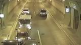 Video: Ôtô 'nổi hứng' dừng lại giữa hầm gây ra tai nạn liên hoàn