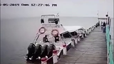 Video: Khoảnh khắc kinh hoàng du thuyền nổ tung, hất văng người ra biển