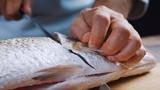 Video: Hướng dẫn phi lê cá hồi nhanh, gọn, đơn giản như nhà hàng 5 sao