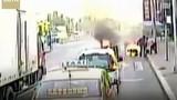 Video: Tài xế xe buýt cứu người bị lửa thiêu sống kịch tính như phim