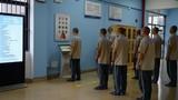 Rộn ràng dịch vụ mua sắm online tại nhà tù Trung Quốc