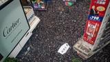 Video: Biển người biểu tình Hong Kong dẫn lỗi nhường đường xe cứu thương