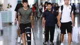 Đình Trọng check-in về nước sau khi điều trị chấn thương ở Singapore