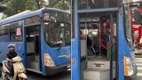 Video: Tài xế xe buýt phun nước bọt thách thức người đi đường khi bị nhắc nhở
