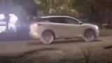 Video: phương tiện bị hất tung khi tông vào ổ gà ngập nước