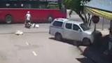 Video: Ôtô mất lái đâm vào cửa hàng