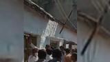 Video: Cả làng náo loạn vì báo hoang tấn công người