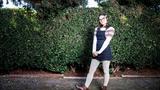 Cô gái Mỹ bỗng nổi tiếng nhờ chiếc váy giãn cách xã hội