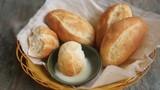 Bánh mì chấm sữa ai cũng thích nhưng ăn theo cách này chỉ hại thân