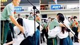 Cảnh sát xuất ngũ quỳ gối cầu hôn bạn gái 8 năm