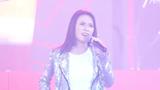 Video: Thủ môn Bùi Tiến Dũng song ca cùng Mỹ Tâm trên sân khấu