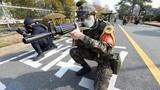 """Giữa """"bão"""" COVID-19, Hàn Quốc kéo quân đeo khẩu trang... tập trận chống khủng bố"""