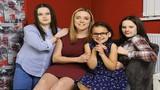 Mẹ hiếm muộn quyết định cao cả thay đổi cuộc đời 3 đứa trẻ