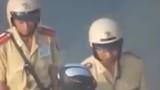 """4 CSGT bị đình chỉ vì """"móc túi công khai người đi đường"""""""