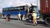 Xe khách đâm xe container trên cao tốc, nhiều người thương vong