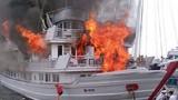 Liên tục xảy ra hàng loạt vụ cháy tàu ở Hạ Long