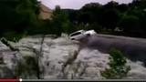 Clip nước lũ cuốn phăng nhiều ôtô đắt tiền