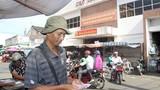 Một người bán vé số dạo ở Sóc Trăng trở thành công chức