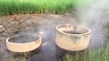 Video: Giếng nước nóng kỳ lạ chữa bệnh tại Quảng Ngãi