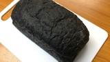 """Tận mục loại bánh mì """"đen như than"""" gây sốt ở Nhật"""