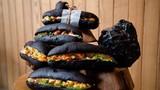 """""""Giải mã"""" món bánh mì đen như than đang gây sốt ở Quảng Ninh"""