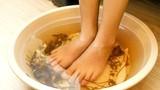 Mẹo đơn giản giúp sưởi ấm bàn chân lạnh vào mùa đông