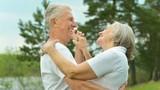 Sau 60 tuổi, làm 3 điều này tốt hơn đi bộ thể dục trăm lần