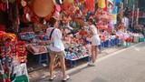 Người dân buồn rầu vì chụp ảnh phố Hàng Mã phải mất tiền