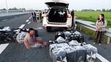 Bắt giữ nhóm người vận chuyển 14.000 gói thuốc lá lậu