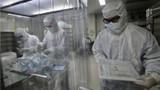 """Đột kích cơ sở """"ươm"""" virus sản xuất vaccine ngừa COVID-19 của TQ"""